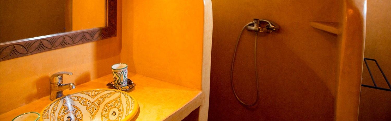 12 Inspiring Guest Bathroom Themes